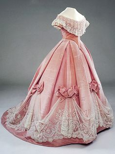 لباس عروسکی کلاسیک