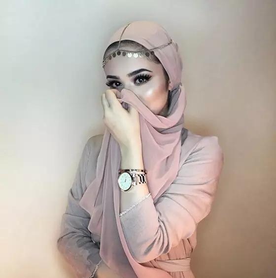 مدل بستن روسری به همراه جواهرات