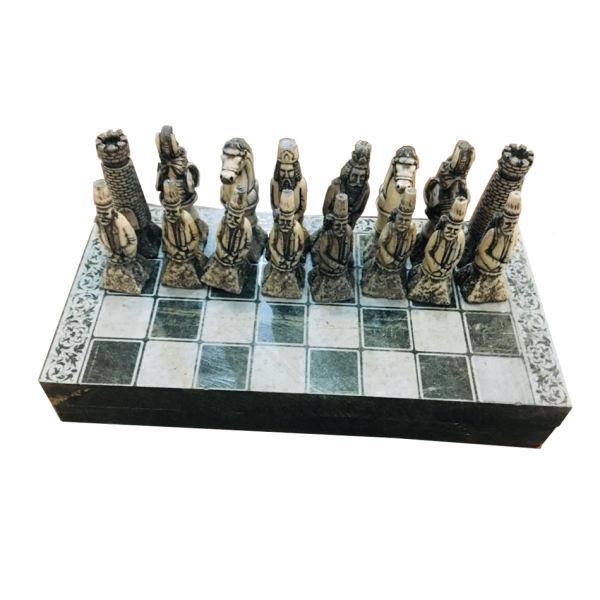 صفحه شطرنج از جنس فوم با مهرههای ۳ بعدی