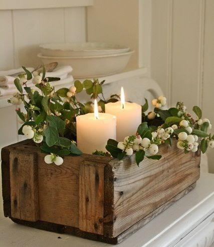 چیدمان شمع در میان گیاهان مصنوعی