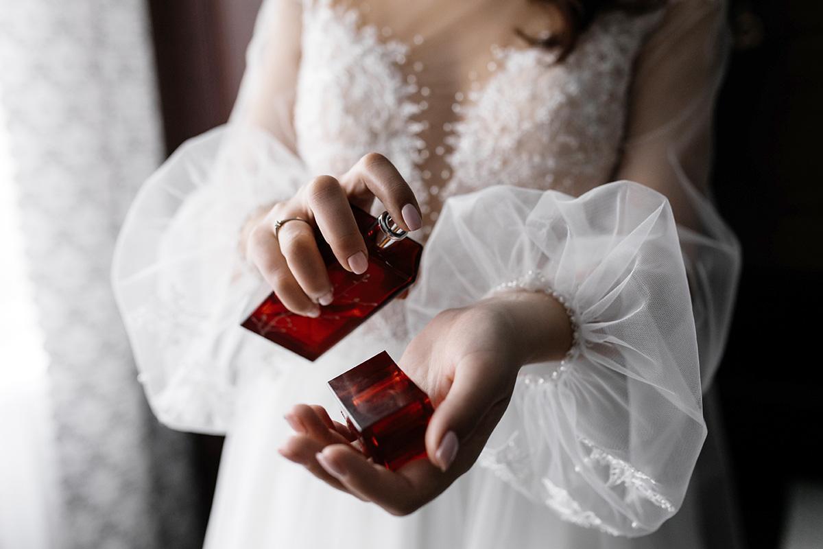 عطر خنک و تلخ زنانه
